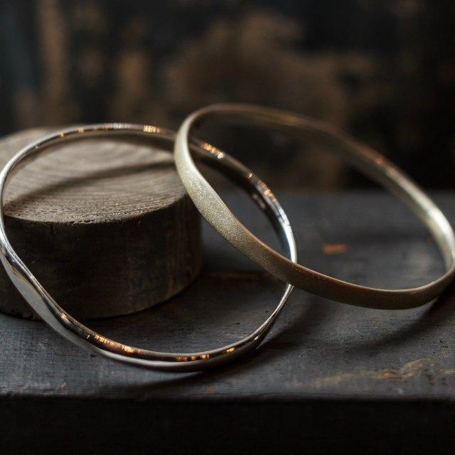 Oval loop bangle - small