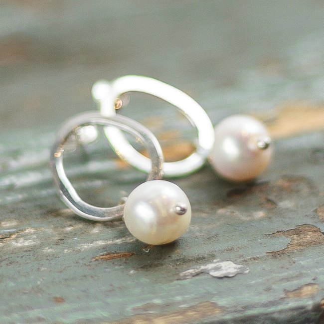 Oval studs with pearls  - small