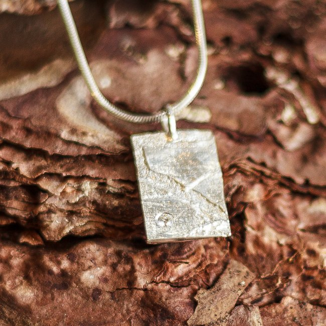 Textured pendant with diamond-small